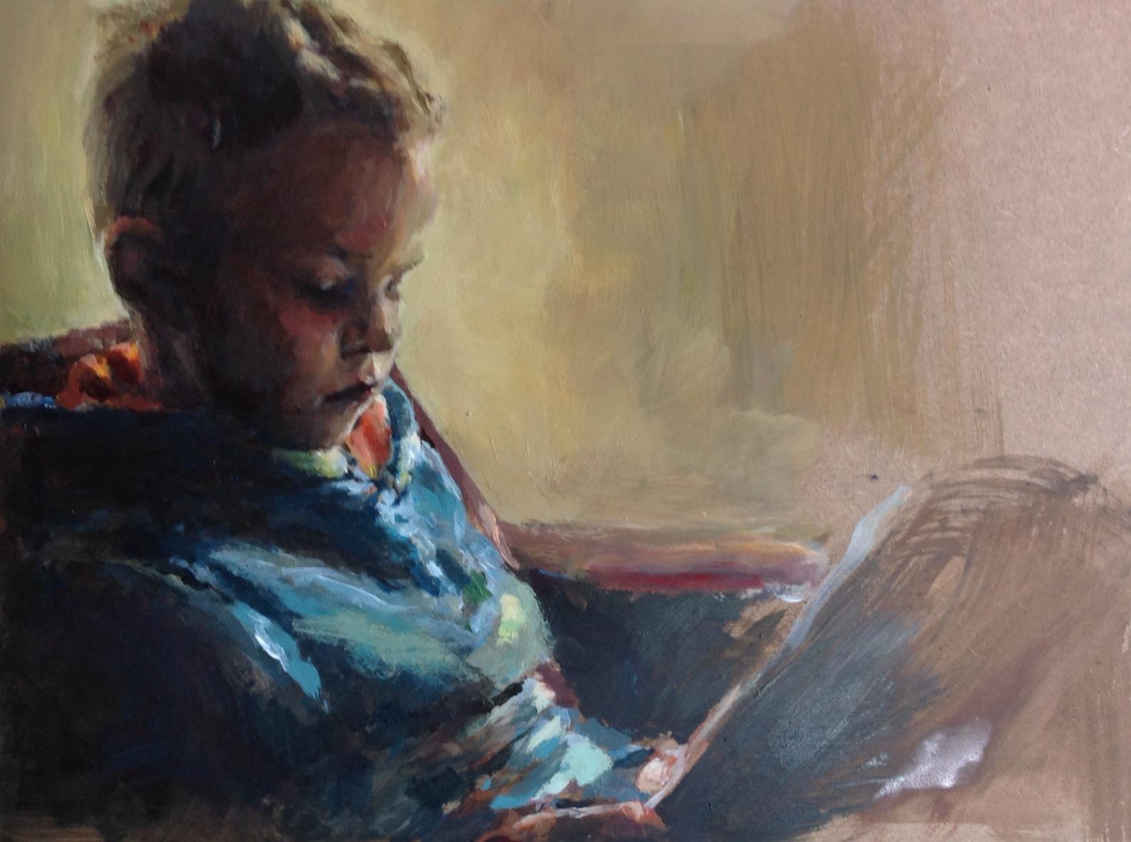 Guus Berends, lezend onder lamplicht.